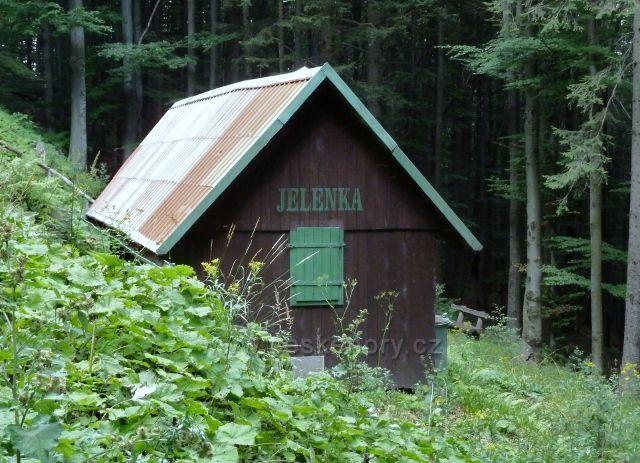 Lovecká chata Jelenka pod cyklostezkou 6208 do Lázní Lipová