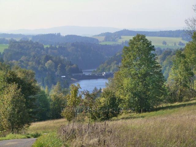 Pastviny - pohled na přehradní hráz a Malou přehradu
