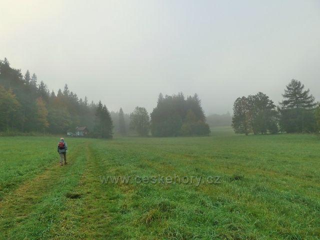 Horní Lipová - cyklostezka 6208 do Ramzové směřuje k lesu