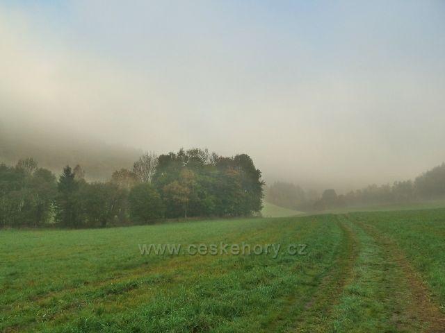 Horní Lipová - mlžné ráno na cyklostezce 6208 do Ramzové