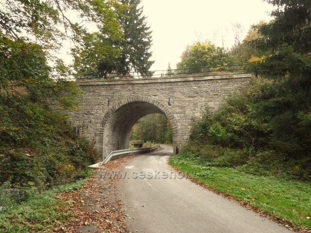 """Horní Lipová - železniční most nad penzionem""""Pod Smrkem"""""""