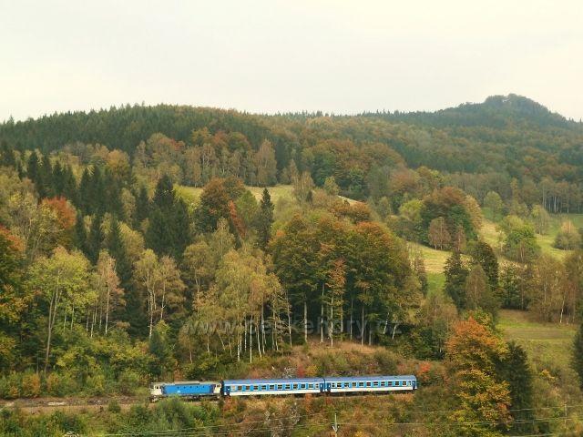 Rychlík od Jeseníku vjíždí do Slezského semeringu - foto od žst. Horní Lipová