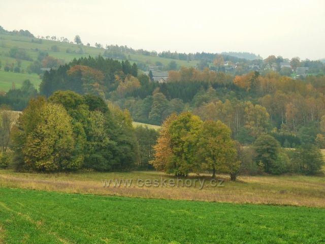 Pastviny - pohled z Vrší na Vlčkovice