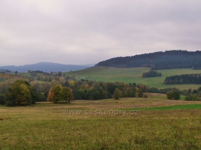 Pastviny - pohled z Vrší do Studeneckého sedla