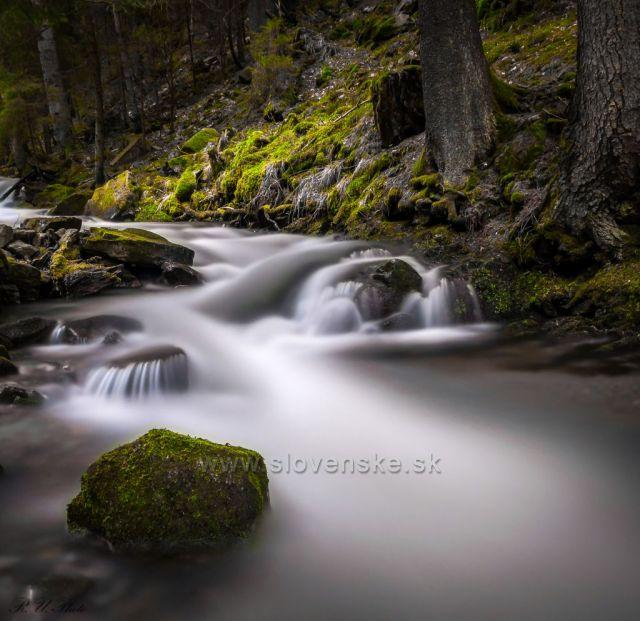 Potok v doline Kur