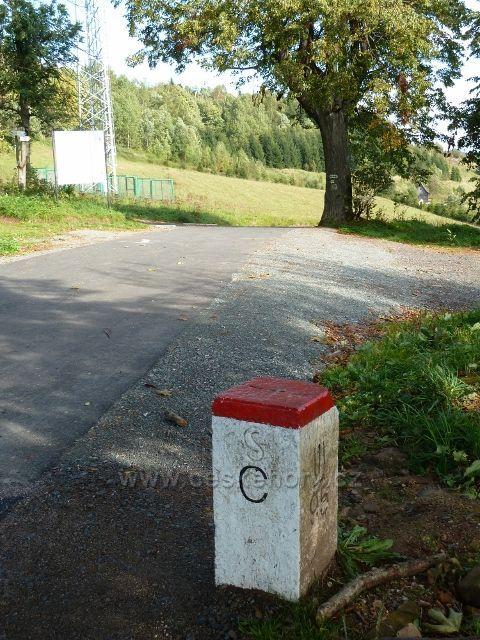 Petrovičky - hraniční mezník u přechodu do Polska