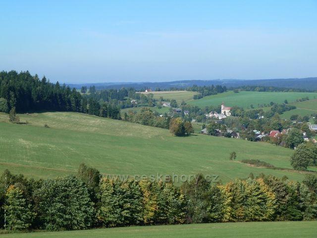 Pohled z úbočí Adamu na České Petrovice