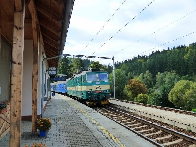 Těchonín - vlak do Mladkova na místním nádraží