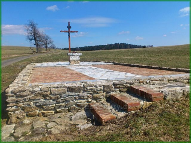 Prameny - obnovené základy kaple