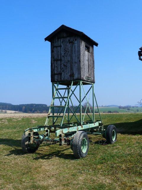 Kunvald -pojízdný posed u stezky