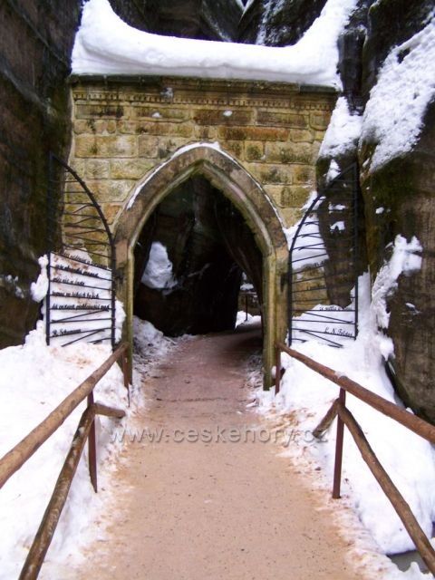 račte vstoupit do Adršpašsko-teplických skal....