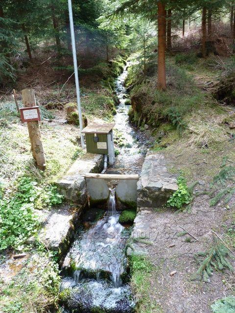 Horní Orlice - měření průtoku vody na jednom z přítoků Tiché Orlice na úpatí Jeřábku