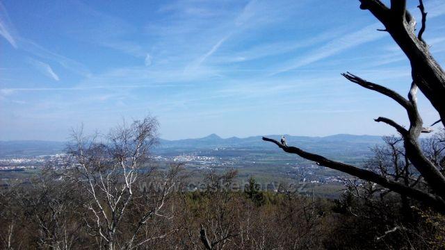 Vlčí kámen výhled na Teplice a České středohoří