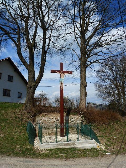Horní Hedeč - zrestaurovaná Boží Muka u odbočky ke klášteru