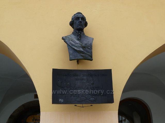 Nový Jičín - pamětní deska na generála Laudona na Masarykovo náměstí