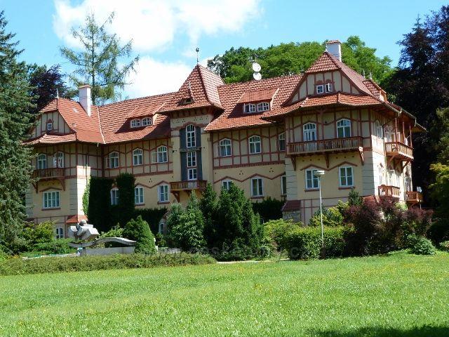 Luhačovice - lázeňský hotel Jestřebí