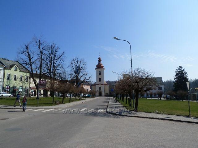 Rokytnice v Orlických horách -náměstí T.G.M. s kostelem Všech Svatých