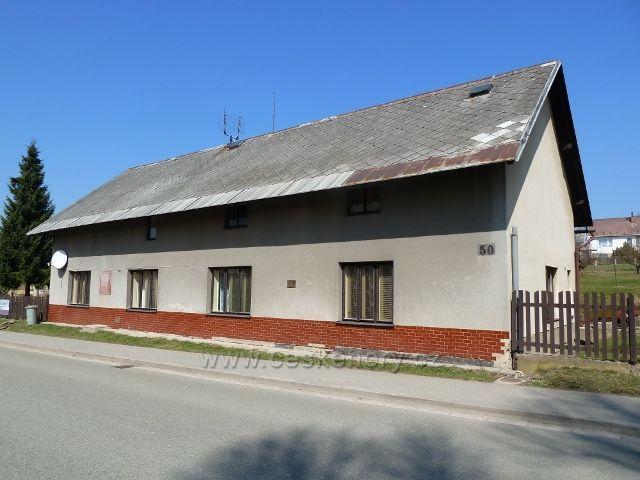 Rokytnice v Orlických horách - budova čp.50 v nynější ulici 5.Května v níž sídlila první česká škola