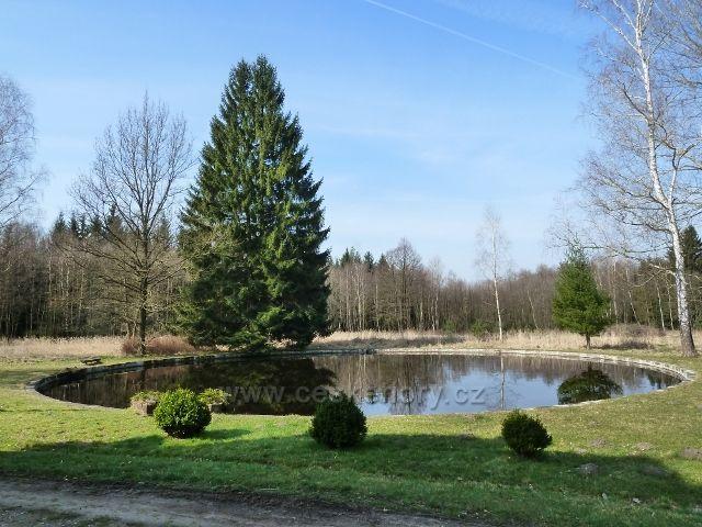Sklenářka - jezírko v parku u vily