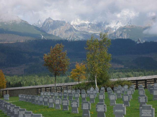 německý vojenský cintorin v pozadimustek na ŠTRBSKEM PLESE