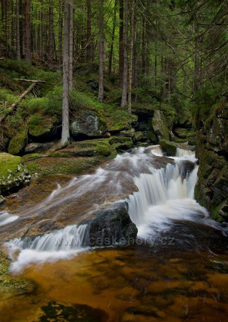 Jedlová - krásný potok z Jizerských hor plný vodopádů a kaskád.