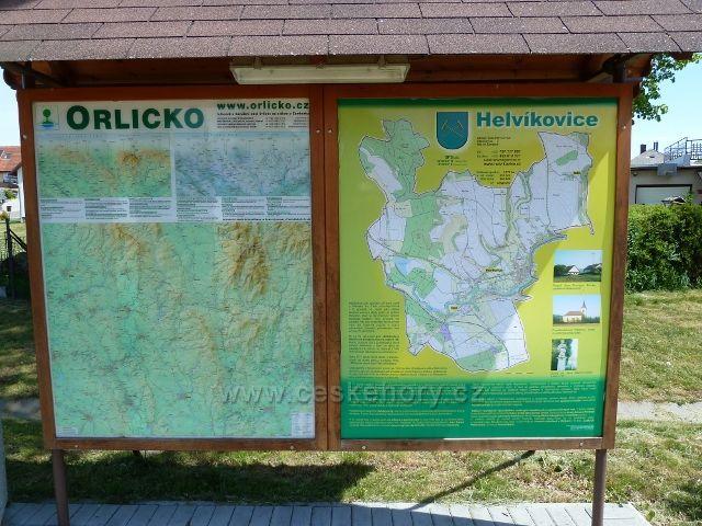 Helvíkovice - informační tabule s historií obce na návsi před Ob.úřadem