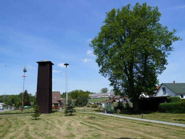 Helvíkovice - pohled na náves před Ob.úřadem