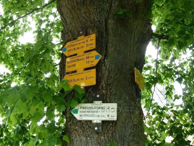 Bohousová - turistický rozcestník u konzumu