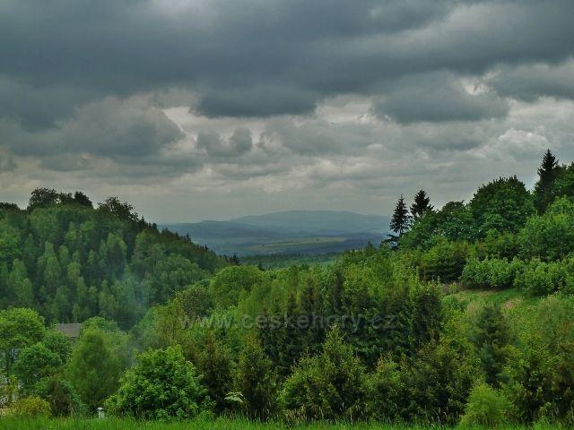 Teplické skály - pohled z osady Skály ke Stolovým horám v Polsku