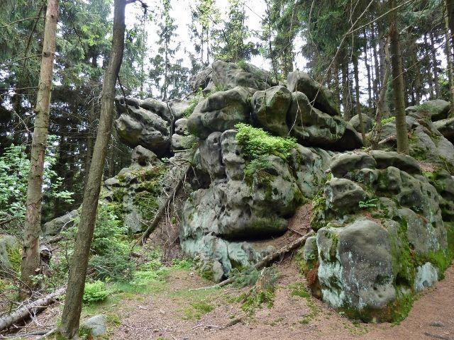 Teplické skály - sestup z vrcholu Čáp po zelené TZ