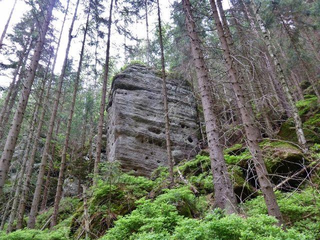 Teplické skály - skalní útvary v dolní části Teplického údolí