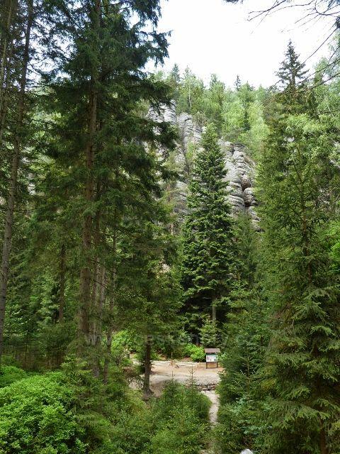 Teplické skály - pohled z konce Teplického údolí do údolí Anenského
