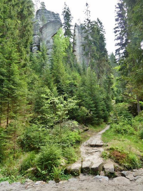 Teplické skály - rozhraní Teplického a Anenského údolí střeží Řeznická sekyra