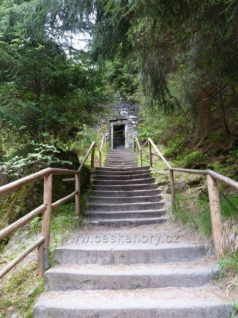 Teplické skály - schodiště nad objektem U skalní nevěsty