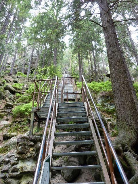 Teplické skály - schody ke zbytkům hradu  Střmen