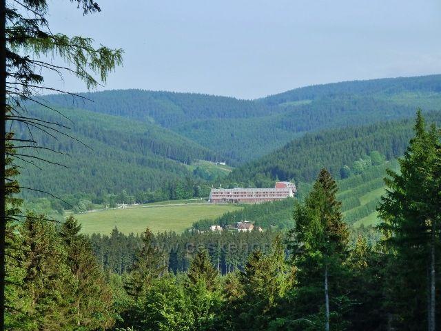 Ramzová - pohled do údolí říčky Branná a na Liščí horu v Rychlebských horách