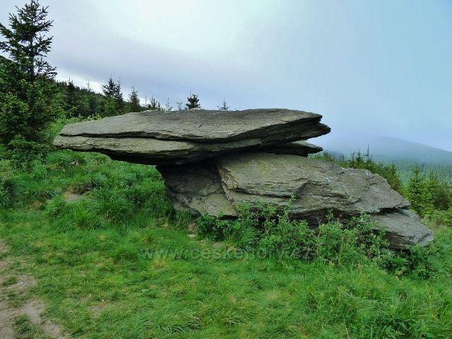 Ramzová - skalní útvar u stezky na Šerák