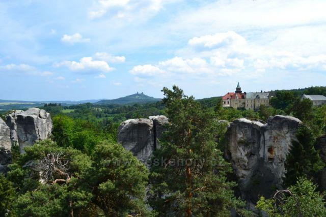 Hruboskalsko - výhled na Trosky a Hrubou Skálu