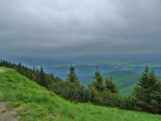 Pohled od chaty Jiřího na Šeráku k městu Jeseník