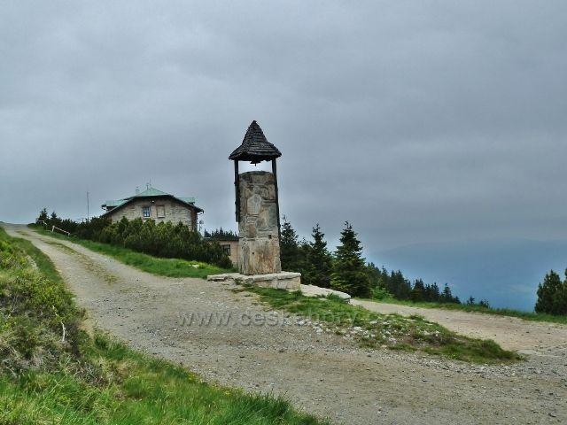 Zvonička a chata Jiřího na Šeráku