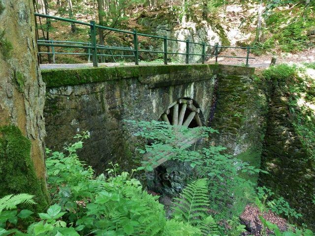 Nýznerovské vodopády - mostek přes Bučínský potok