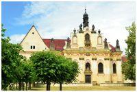 Zámek Mnichovo Hradiště...Kostel sv. Tří králů s kaplí sv. Anny