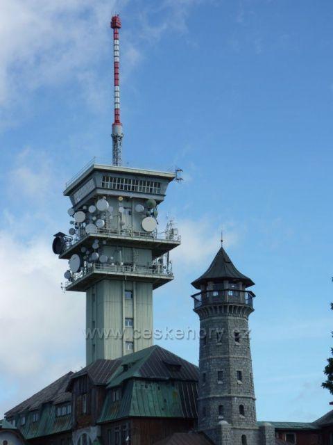 Vysílač a menší rozhledna na Klínovci