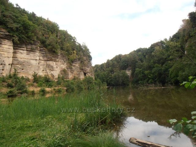 údolí Plakánek u hradu Kost