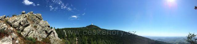 Panorama Ještědu od Červeného kamene