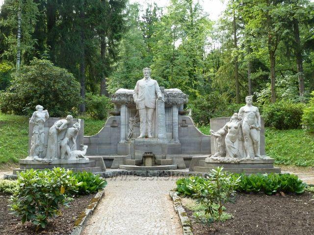 Jeseník - pomník V.Priessnitze ve Smetanových sadech