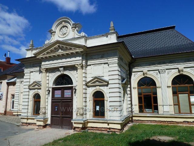 Jeseník - budova Hedvičina sálu z roku 1890