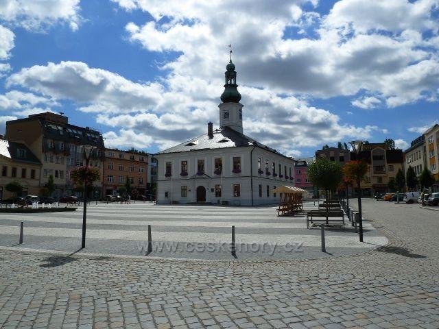Jeseník - Masarykovo náměstí s radnicí