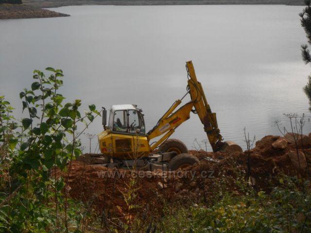 oprava břehu na Flájích