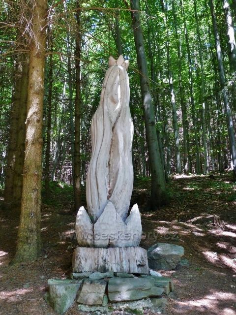 Lázně Jeseník - dřevěná plastika u Priessnitzova pramenu